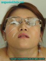 Эротические фотки со спермаком на лице симпатичных шалав meganebukkake-img02